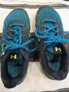 UNDER ARMOUR BLACK & TURQUOISE BOYS' ATHLETIC SHOE - SIZE 3Y