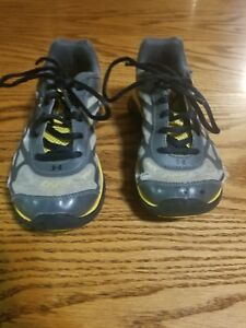 Size 1 Boys Under Armour Sneakers Black Yellow Well Loved