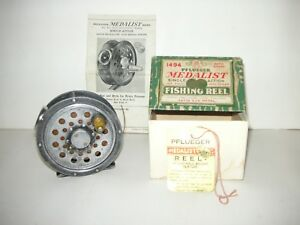 antique vintage 1930's single action pflueger medalist 1494 fly reel box papers