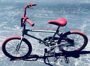VINTAGE CHROME HUFFY PRO THUNDER BMX BICYCLE 1980'S? RED TIRES & SEAT RG SMITH