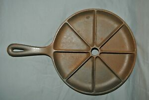 Vintage Cast Iron 8 Slice Wedge Corn Bread Skillet Pan unmarked