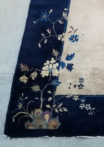 Vintage Chinese Carpet - Hand-knotted. Beautiful unique design