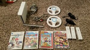 Nintendo Wii Bundle w 4 Games 3 REMOTE MARIO KART MARIO party 8