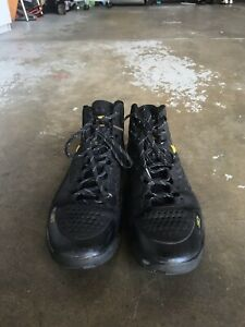 Stephen Curry 1 MVP Black & Gold Under Armour Size 9.5