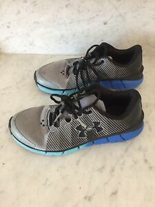 Boys Under Armour Black Shoes Size Youth 5.5