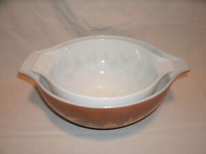 Set of 2 Vintage Pyrex Early American Cinderella Nesting Bowls ~Brown Gold White