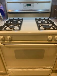 Frigidaire Gallery Self Cleaning Gas Range