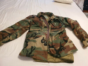 Army jacket woodland camo with quilted liner size medium Liner removable
