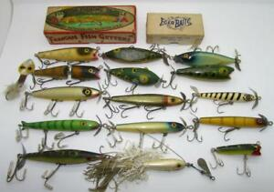 C2) GROUP OF 16 VINTAGE FLORIDA MADE FISHING LURES AND 2 BOXES