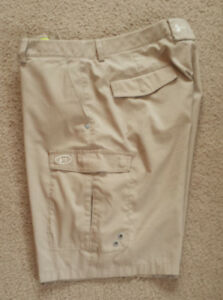 MENS UNDER ARMOUR BEIGE CARGO  CASUEL  GOLF SHORTS  SZ 34    * VERY GOOD *