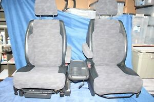 02-06 Honda CRV cr-v SEATS w CUPHOLDER Console TABLE Front Pair NICE !!!