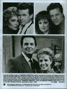 1993 Press Photo John Reilly and Sharon Wyatt and the cast of General Hospital