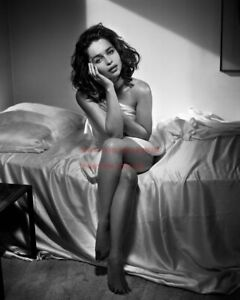 Hollywood Art Photo Poster:  EMILIA CLARKE Poster |24 inch by 36 inch| 31