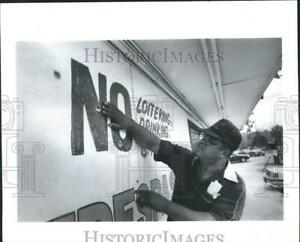 1989 Press Photo George Clark-Bullet Holes- Acres Home Subdivision Houston