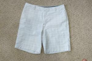 Under Armour White Plaid Golf Shorts 38