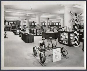 Telegraph Lady RR TRACK BICYCLE Marshall Field Bookstore Chicago 1949 PHOTO