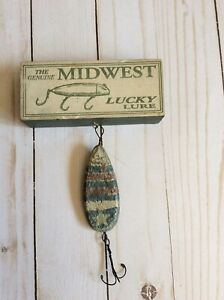 Genuine Midwest Lucky Lure Wooden Fishing Small Sign Ornament Lure Hooks dr
