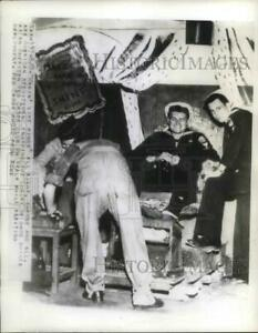 1945 Press Photo US military at Red Cross club somewhere in Italy