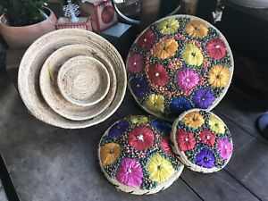 FLORAL NESTING STRAW BASKETS SEWING BASKETS BEAUTIFUL SET OF 3 WITH LIDS $39.79