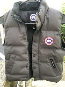 Canada Goose Youth Vest Size M 10 12