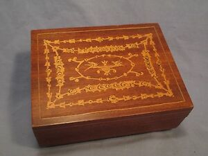Wood Music Box w Swiss Reuge Movement    JN 771