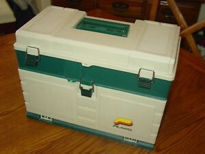 TACKLE BOX FULL OF 100+ WALLEY BASS AND PIKE LURES + OTHER FISHING GEAR
