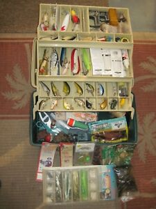 VINTAGE 6800 SERIES PLANO TACKLE BOX LOADED WITH VINTAGE & MODERN FISHING LURES+