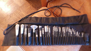unused Laura Mercier professional Makeup Set of 31 Brushes in rolled case NF