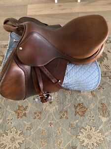 devoucoux biarritz saddle 175 very with stirrups . Very good conditions