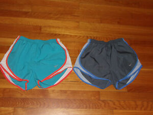 2 NIKE DRI FIT ATHLETIC RUNNING SHORTS WITH LINER WOMENS SMALL EXCELLENT $9.50