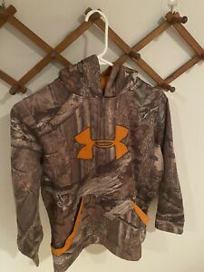 Childrens Camo under armour hoodie $5.50
