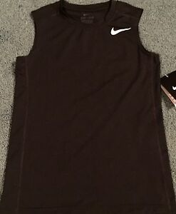 NWT Nike Boy YSM BlackWhite Sleeveless FITTED Tank Top Dri-Fit Shirt Small