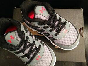 BNIB Authentic Toddler Boys Under Armour Spine Running Shoes Size 5