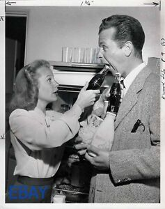 June Allyson Dick Powell human bottle cap opener VINTAGE Photo candid 1946