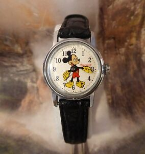 Vintage Disney Mickey Mouse Ingersoll Yellow Gloves Manual Wind Watch Running