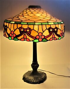 Signed CHICAGO MOSAIC Stained Glass Lamp w Rare Design  c. 1915  leaded antique