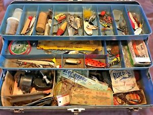 OLD VINTAGE FISHING LURES RARE COLLECTABLE UNION STEEL TACKLE BOX WITH LOCK KEY