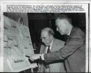 1958 Press Photo Christian A Herter looks at map with Theodore F Green Wash.