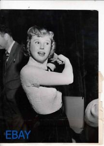 June Allyson combs her hair during rehearsals VINTAGE Photo Lux Radio Theatre