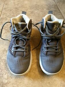 UNDER ARMOUR  basketball Shoes Size 9.5 Women-Gray
