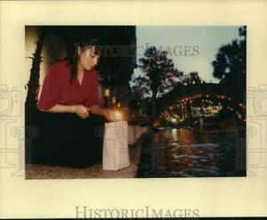 1993 Press Photo Lighting of luminaria at Fiesta de las Luminarias Texas