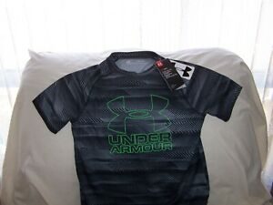 Boys Under Armour BlackGray Patterned BIG LOGO SS Shirt Medium LOOSE FIT NWT