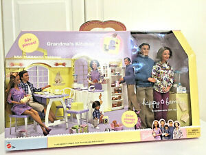 New Mattel 2003 Barbie Happy Family Grandma's Kitchen Grandparents Doll Playset