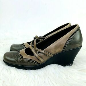 Clarks Wing Tip Wedge Heel size 6 Loafers Slip On Shoe Olive Tan 89548 Scalloped $24.99