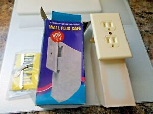 NOS Complete Wall Plug Safe, As Seen on TV / Outlet Space Secure Secret Space