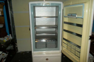 LOCAL PICK UP Vintage 1955 GE CIRCA Food Freezer NICE RUNS MUST SEE CONDITION