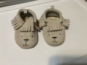 New BABYGAP Infant Bear Fringe Trim Moccasins Grey Splash Suede 12 18 Months