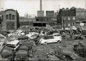 1957 Press Photo Junkyard of Autos; Albany North End Section for Redevelopment $24.88