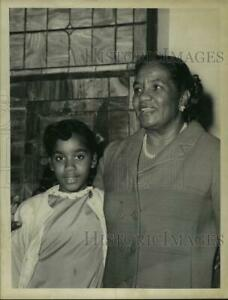 1968 Press Photo Mother and daughter pose for photo in Albany New York $19.99