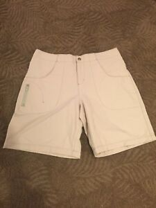 Title Nine Womens Nylon Tan Stretch Shorts Hiking Outdoors Active Size 8